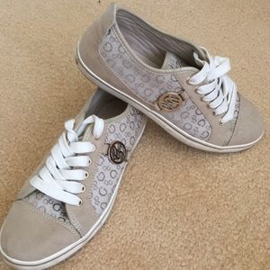 Guess causal shoes
